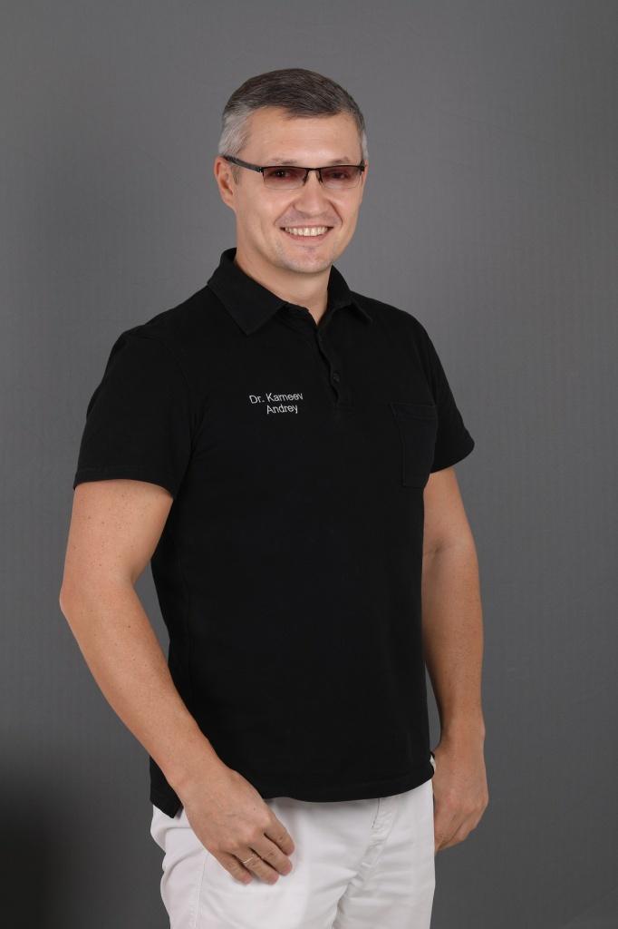 Карнеев Андрей Николевич, стоматолог-ортопед Немецкого имплантологического центра в Москве